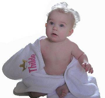 Badeslag med navn - Lækkert babyblødt badeslag til at putte din baby efter badet.