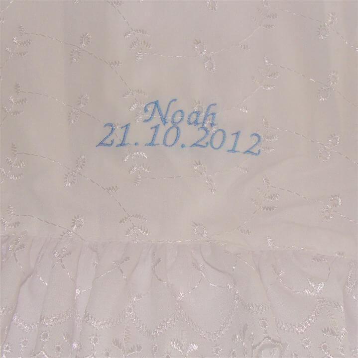 95c72cae1a79 Dåbskjole med navn og efter ønske dato - en familie dåbskjole der ...